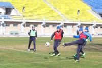 Вячеслав Кренделев наносит удар по воротам