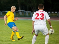 Александр Данцев отдает мяч партнеру