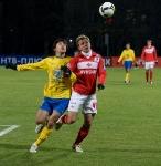 Левани Гвазава и Роман Шишкин в борьбе за мяч