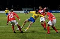 Шамиль Асильдаров пытается выцарапать мяч