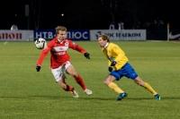 Виталий Булыга и Роман Шишкин борятся за мяч