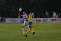 Сергей Пономаренко борется за мяч
