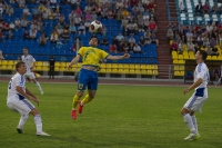 Максим Казанков выигрывает борьбу в воздухе