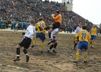 Дмитрий Александрович Смирнов в борьбе за верховой мяч