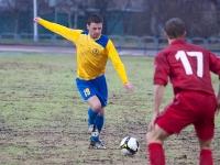 Юрий Мамаев готовится нанести еще одлин удар по воротам СКА-Энергии
