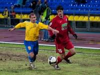 Владимир Гогберашвили борется за мяч