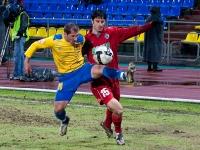 Владимир Гогберашвили в борьбе за мяч