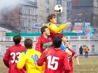 Артем Михеев выигрывает борьбу на втором этаже