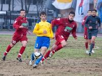 С мячом нападающий Эдуард Сахневич
