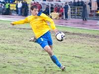 Эдуард Сахневич бьет по воротам