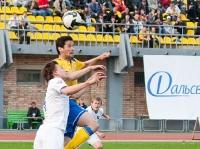 Матия Кристич  в борьбе за верховой мяч