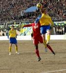 В борьбе за мяч Александр Шешуков