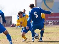 Владимир Гогберашвили выцарапывает мяч у соперника