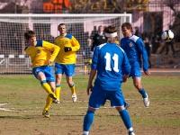 Казанцев выносит мяч от ворот