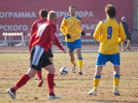 С мячом защитник Эдуард Мор
