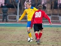 Александр Данцев прерывает атаку соперника